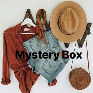 Mystery Box (5 items for 45$!) 💛